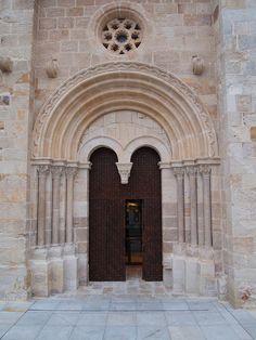 Zamora, portada Sur de Santiago del Burgo