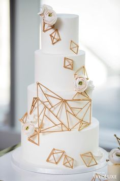 2019 Most Popular Wedding Cakes---gold geometric wedding cake with ranunculus decors for modern weddings, spring winter weddings Wedding Cake Fresh Flowers, Diy Wedding Cake, Wedding Cake Designs, Wedding Cake Toppers, Purple Wedding, Gold Wedding, Geometric Cake, Geometric Wedding, Pretty Cakes
