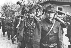 Hungarians with Panzerschrecks