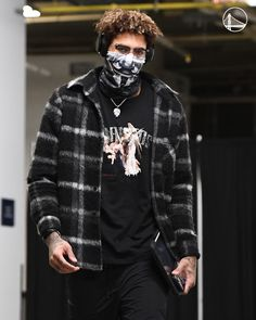Halle Berry Body, Kelly Oubre Jr, Cool Outfits For Men, Warriors Game, Nba Players, Cute Animals, Handsome, Hipster, Punk