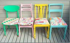 Pintando cadeiras coloridas e colocando forro de tecido.