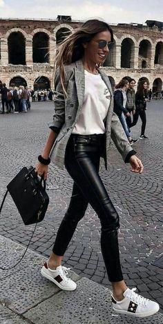 9 Preuves que le pantalon en cuir sauve n'importe quel look #importe #pantalon #preuves #sauve | Mode Femme