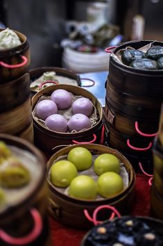 Steamed buns on Longkou East Road, Tianhe, Guangzhou | heneedsfood.com
