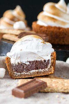 No campfire needed for these Smores Cookie Cups! Graham cracker  Mein Blog: Alles rund um die Themen Genuss & Geschmack  Kochen Backen Braten Vorspeisen Hauptgerichte und Desserts