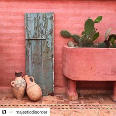 nice still life in this still relaxed reflective day, keep up the spirit, regram @majesticdisorder  #stilllife  #moroccaninspiration #nomadiclifestyle  #marrakechmedina  #marrakech2016  #reflection  #holidayseason  #guesthouse #chambresdhotes  #colorfulinspiration #inspirationtrip #chambresdamis