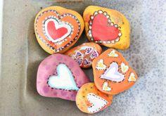 Piedras decoradas como adornos, pisapapeles...