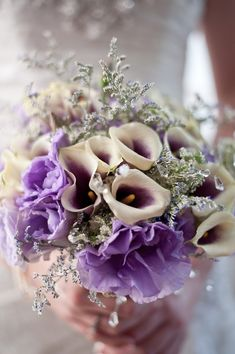 Purple Wedding Bouquet | Photo by: tarashiloh.com