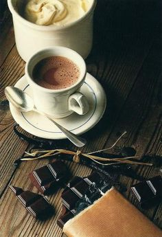 Coffee and dark chocolate - the perfect couple Coffee Is Life, I Love Coffee, Coffee Break, My Coffee, Morning Coffee, Coffee Cafe, Coffee Drinks, Coffee Shop, Chocolate Cafe