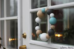 DIY - wreath from wooden balls Diy Home Decor Projects, Diy Projects To Try, Modern Christmas, Christmas Crafts, Advent, Wooden Wreaths, Bazaar Ideas, Diy Wreath, Wreath Ideas