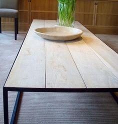 Eiken salontafel met metalen onderstel