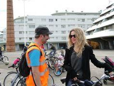 Christina Rosenvinge y Carlos Rodríguez bicicletada medioambiental 30 dias en bici gijon asturias