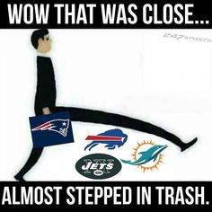 True but the greenbay packers need to be in the trash pile American Football Memes, Football Jokes, Nfl Football, College Football, New England Patriots Football, Patriots Fans, Nfl Memes, Sports Memes, Funny Sports