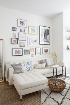 This NYC Apartment Is All About the Art Looking to give a minimalist home some character? Make like this home owner, who updated her Tribeca apartment with some splashy art. For more home tours, head to Domino. Studio Apartment Design, Studio Apartment Decorating, Apartment Ideas, Studio Design, Apartment Checklist, Condo Decorating, Living Pequeños, Living Rooms, Tiny Living