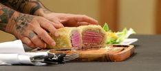 A receita típica da culinária inglesa consiste em um filé migon selado e enrolado em uma massa folhada assada no forno