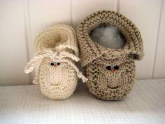 fall crafts ideas: knitting owl more ideas - crafts ideas - crafts for kids Knitting For Kids, Knitting Projects, Baby Knitting, Knitting Patterns, Knit Baby Booties, Baby Boots, Fall Crafts, Crafts For Kids, Crochet Quilt