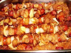 Postup: ŠPÍZY Vepřové maso nakrájíme na kostky cca 4x4 cm a vetřeme do něj sypké koření (vegetu, papriku, grilovací) a dáme do mikrotenového... Pork Recipes, Snack Recipes, Snacks, Czech Recipes, Ethnic Recipes, Barbecue, Kung Pao Chicken, Food To Make, Food And Drink