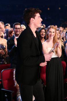 Shawn Mendes accepting his award at the People's Choice Awards 2016