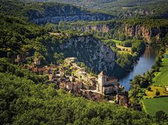 Saint-Cirq-Lapopie, village préféré des Français One of my most favorite places on the planet!