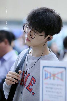 He looks so good😍😍 Kim Hanbin Ikon, Ikon Kpop, Pop Bands, Ikon Instagram, K Pop, Bobby, Ikon Leader, Yg Trainee, Jay Song