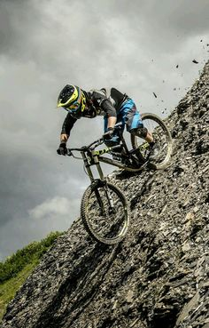 MTB Dating is the dating site for singles with a passion for mountain biking. Shred the mountain bike trails together; Downhill Bike, Mtb Bike, Cycling Bikes, Motorcycle Bike, Mountain Biking, Moutain Bike, Velo Dh, Mtb Trails, Bike Photography