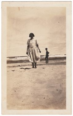 Anon., USA, ca. 1920s B/W snapshot, 4 ½ x 2 ¾ ins. (11.5 x 7cm) © Fine Vernacular Photography