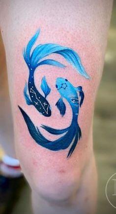 Dainty Tattoos, Mini Tattoos, Leg Tattoos, Body Art Tattoos, Zodiac Tattoos Pisces, Pisces Tattoo Designs, Pisces Zodiac, Pices Tattoo, Luna Tattoo