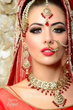 Asian bridal look by Irsa Shaheen, trained by Lubna Rafiq, shot by Paul Farnham Leela Tikadar United Kingdom on StarNow Indian Bridal Makeup, Asian Bridal, Bridal Jewellery Inspiration, Bridal Jewelry, Costume Tribal, Hena, Nose Jewels, Bollywood, Bridal Elegance