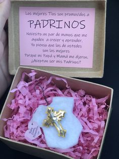 DIY: Godparent Proposal from my Daughter Baptism Godparents proposal 🙏🏻 (Spanish) Pedida de padrinos para Bautizo 🎀 I made this for my daughter Emma's baptism proposal. Baby Baptism, Baptism Party, Christening, Baptism Favors, Baptism Ideas, Baptism Decorations, Baptism Centerpieces, Asking Godparents, Gifts For Godparents Baptism