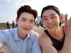 Jung Hae In received a special gift from his former co-star Lee Jong Suk.On December Jung Hae In shared photos of the coffee truck Lee Jong Su… Lee Jong Suk Cute, Lee Jung Suk, Korean Star, Korean Men, Asian Actors, Korean Actors, Song Joong, Park Seo Joon, Park Bo Gum
