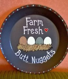 Cute chicken coop sign made from an old pie tin.