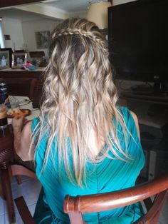 Blonde hairstyle with curls