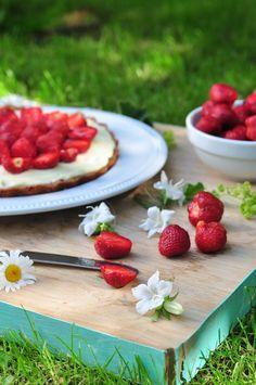 Słodka tarta truskawkowa z białą czekoladą | Make Life Easier