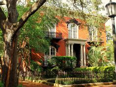 Mercer House - Savannah, GA - our family vacay 2006 Savannah Georgia, Savannah Chat, Mercer House, Places Ive Been, Places To Go, Sister Cities, Tybee Island, Filming Locations, Victorian Homes
