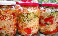 Salata asortata la borcan | Retete Culinare - Bucataresele Vesele Romanian Food, Romanian Recipes, Canning Pickles, Preserving Food, Canning Recipes, Diy Food, Fresh Rolls, Cookie Recipes, Cabbage
