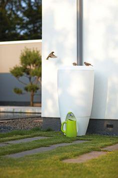 Pure Rain. Moderne variant van de regenton. Na de zeer succesvolle introductie van de Pure Raindrop, ontworpen door de jonge designer Bas van der Veer, is er nu een 2e model verkrijgbaar. De Pure Rain.