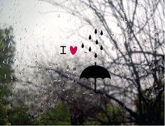 Adoro la lluvia, mirar por la ventana mientras estoy en casa con un café.