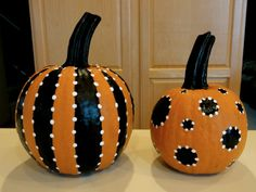Orange, black and white themed pumpkins, needs bows, but how cute!