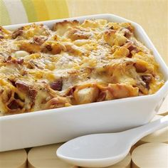 This Cheesy Bacon & Egg Brunch Casserole is ideal for a crowd. #onedish #brunch #recipe