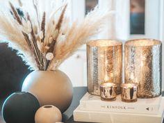 Trending; Tørkede strå - Eileen Stulen Decor, Reed Diffuser, House Styles, Vase, Inspiration