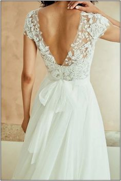 Wedding Dresses With Gorgeous Back Details - Unique wedding dress . Wedding Dresses With Gorgeous Back Details - Unique wedding dress Hochzeitskleid 2019 -Anna Campbell 2018 Brautkleider. Wedding Dress Trends, Dream Wedding Dresses, Gown Wedding, Wedding Cakes, Wedding Ideas, Wedding Rings, Wedding Bride, Wedding Dresses With Bows, Elegant Wedding