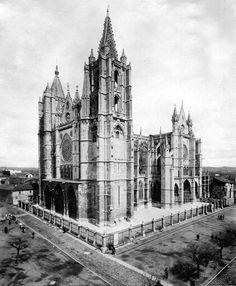 León, fotos antiguas, catedral, 1921