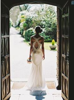 Gorgeous combination cross and  keyhole back wedding gown (Gemy Couture, Moathill-Photography)