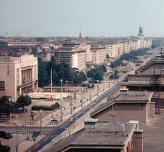 Berlin 1969 Blick ueber die Karl-Marx-Allee vom Strausbergerplatz in Richtung Osten zum Frankfurter Tor.