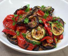 Diana's Cook Blog: Salade méditerranéenne de courgettes, aubergines et poivrons grillés Vegetarian Recipes, Cooking Recipes, Healthy Recipes, Ayurvedic Recipes, Eggplant Recipes, Food Hacks, Salad Recipes, Entrees, Side Dishes