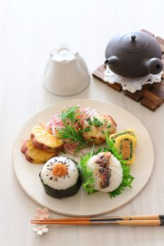 These 3 Egg Bowls Make Delicious High-Protein Lunches,Finding recipes for lunches that are healthy, tasty, and portable can be tough. It's tempting to skip the packed lunch altogether, and drop yet ano. Egg Bowl Recipe, Protein Lunch, High Protein, Healthy Snacks, Healthy Recipes, Sushi, Smoked Bacon, Lunch Recipes, Egg Recipes