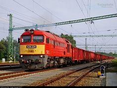 Hungary -  RailPictures.Net Photo: 224 Hungarian State Railways (MÁV) 628 / M62 at Békéscsaba, Hungary by Sly77