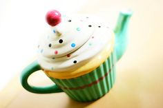 How cute is this cupcake teapot!