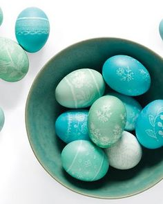 Coloring Easter Eggs with Peeps!!! Bebe\'!!! Neat idea!!! See on You ...