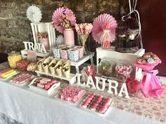 Candy Bar de gominolas por Art Sucré ==> Ve a mis tableros para inspirarte con un puñado de pins chulos similares a este. Candy Bar Bautizo, Candy Bar Comunion, Sweet Table Decorations, First Communion Decorations, Candy Table, Candy Buffet, Dessert Table, Mesa Candy Bar, 16th Birthday