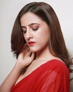 Bollywood Heroine, Beautiful Bollywood Actress, Beautiful Indian Actress, Hollywood Actress Wallpaper, Hollywood Actress Name List, Bollywood Bikini, Bollywood Girls, Beauty Full Girl, Beauty Women